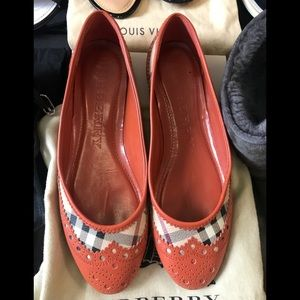 💯 Authentic Burberry flats